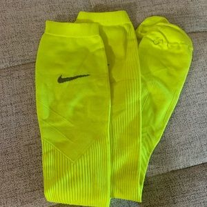 Nike Men's knee high Compression Socks szL